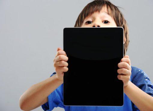 Çocuklara maske ve sosyal mesafe yaşına göre anlatılmalı