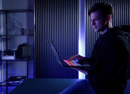 300 Hz Yenileme Hızına Sahip İnce ve Hafif Oyuncu Dizüstü Bilgisayarı Predator Triton500 Türkiye'de
