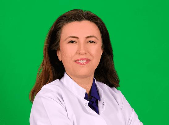 """Kanserle Dans Derneği tarafından AstraZeneca'nın koşulsuz desteğiyle düzenlenen """"UMUT HEP CANLI"""" isimli yayında Prof. Dr. Özlem Er, kanser tedavisinde umut veren gelişmeleri hasta ve hasta yakınlarıyla paylaştı."""