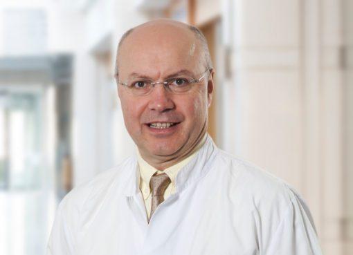 Meme kanseri tedavisinden sonra hamile kalan kadınların erken doğum riskinin de yüksek olduğunu söyleyen Medikal Onkoloji Uzmanı Prof. Dr. Serdar Turhal, bu kadınların sezaryene ihtiyaç duyma ihtimallerinin de daha yüksek olduğunun altını çiziyor
