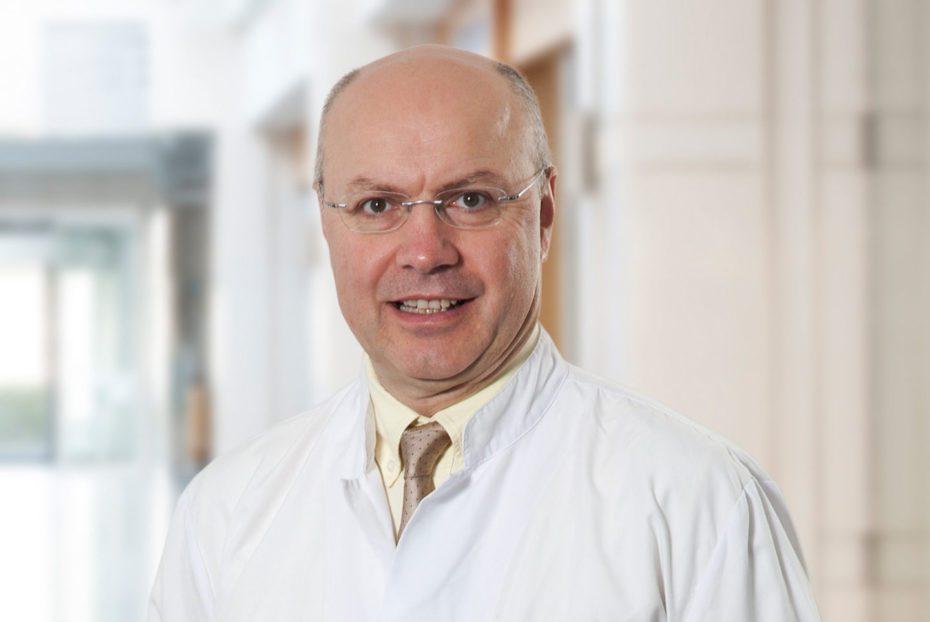 Prof. Dr. Serdar Turhal, bilim dünyasında meme kanseri tedavileri konusundaki yeni bilimsel çalışma ve gelişmeleri şöyle anlattı
