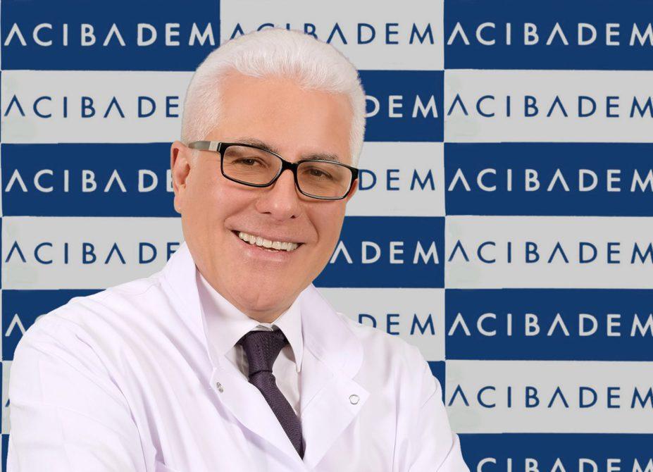 """Günümüzde meme kanserinin giderek artış gösterdiğini, buna karşın bilim insanlarının yoğun çalışmalarıyla tanı ve tedavide son yıllarda devrimsel denilebilecek yöntemler geliştirdiğini belirten Acıbadem Maslak Hastanesi Tıbbi Onkoloji Uzmanı Prof. Dr. Gökhan Demir """"Son birkaç yıl içinde yürütülen çalışmaların sonuçları meme kanseri pratiğimizi devrimsel nitelikte değiştirmiştir. Erken teşhis etkin ve güvenli ilaçların günlük pratiğimizde yer almasıyla her evredeki meme kanserli hastalarımıza yeni yaklaşımlarla modern tedavi seçenekleri sunabiliyoruz"""" dedi. Meme kanseri yaygınlaşıyor diyerek önemli uyarılarda bulundu."""