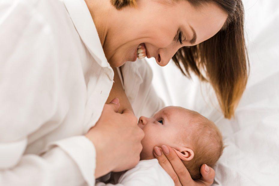Emzirme hem anneye hem de bebeğe çok faydalı