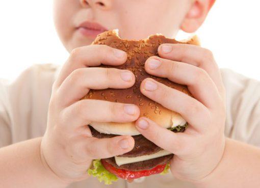 Obezite ebeveyndeyse çocuk için risk çok fazla