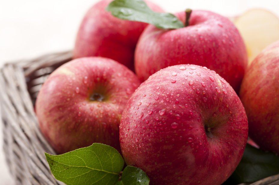 Elma; lif, flavonoidler, C, A, E vitamini ve potasyum gibi mineraller içeriyor. Elma akciğerleri koruyor.