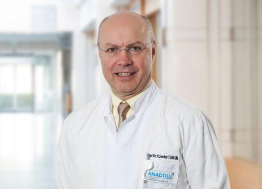 Prof. Dr. Serdar Turhal kanser hastaları ve yakınlarının COVID-19 aşısı yapılmalı mı sorusunun yanıtını merak ettiğini vurguladı.