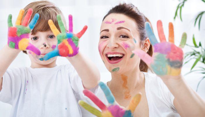Çocukların ister istemez eğitimlerini online devam ettirdiği bu dönemde süreci tüm aile bireyleri için kolaylaştırıcı hale getirmeyi deneyin.