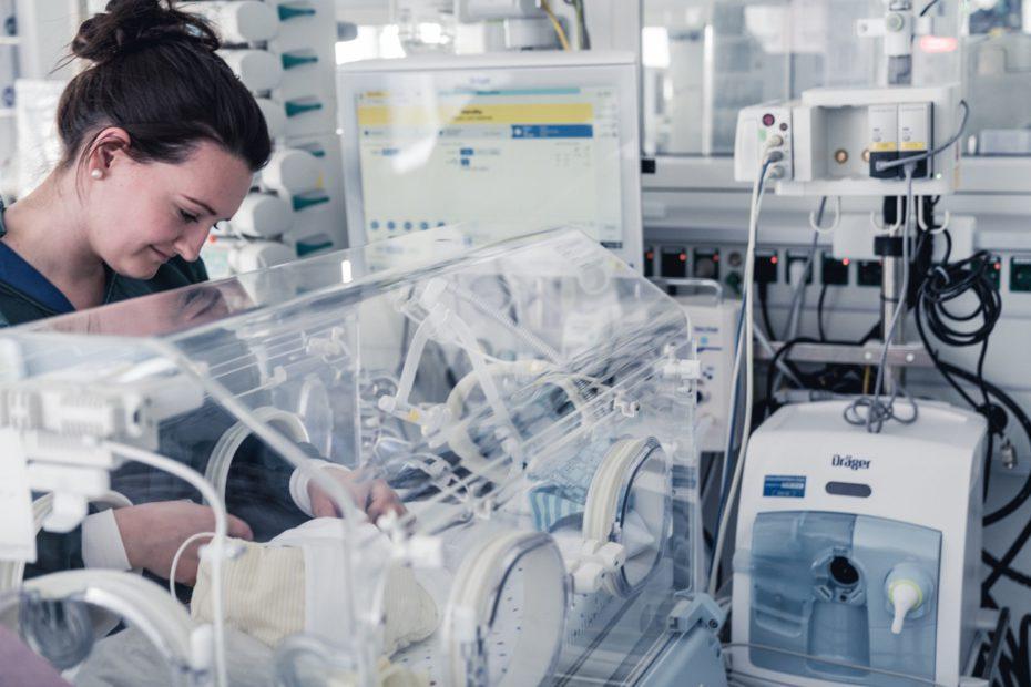 Dräger'in geliştirdiği Babylog ventilatör, hassas akciğerleri ve gelişmekte olan beyni koruyarak ventilasyon işlemini gerçekleştiriyor...
