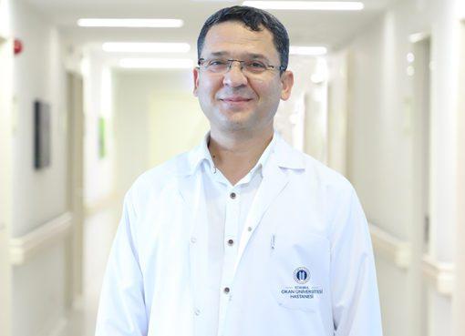 """Doç. Dr. Yusuf Aydın, """"Covid-19 enfeksiyonu sebebi ile kaç kişinin öldüğü, kaç kişinin yoğun bakımda olduğu her gün ilan edilmektedir"""" dedi."""