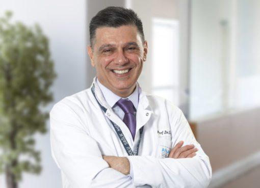 """Prof. Dr. Semih Akı, """"Osteoartrit boyun, bel, kalça, diz, el bileği, ayak bileği ve el parmakları gibi çok sayıda bölgeyi tutuyor"""" dedi..."""
