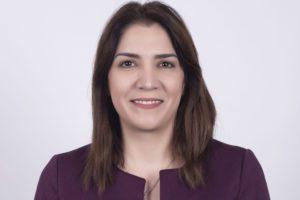 Ege Üniversitesi Tıp Fakültesi'nden mezun olan Esra Özer, kariyerine 2006-2007 yılları arasında Active24 Klinik acil hekimi olarak başladı.