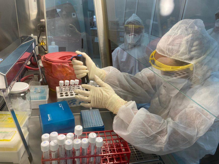 Proje ile Sinovac Coronavac aşısının iki dozunu da yaptıranlarda oluşan antikor seviyesi, bir yıl boyunca düzenli olarak takip edilecek.