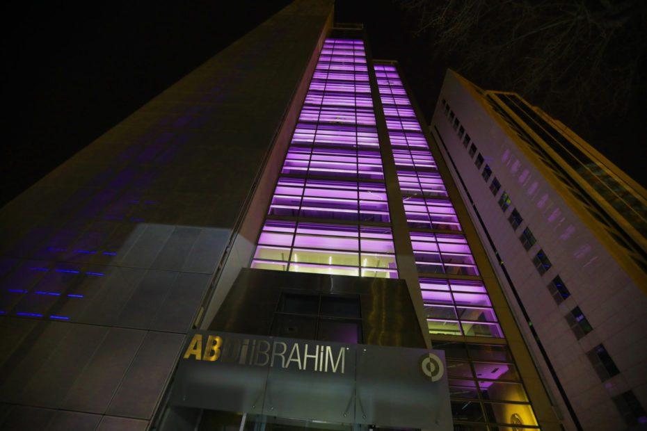 Abdi İbrahim, 26 Mart Dünya Epilepsi Günü'nde farkındalık yaratmak amacıyla, genel müdürlük binasınıhastalığın sembol rengiyle aydınlatıyor.