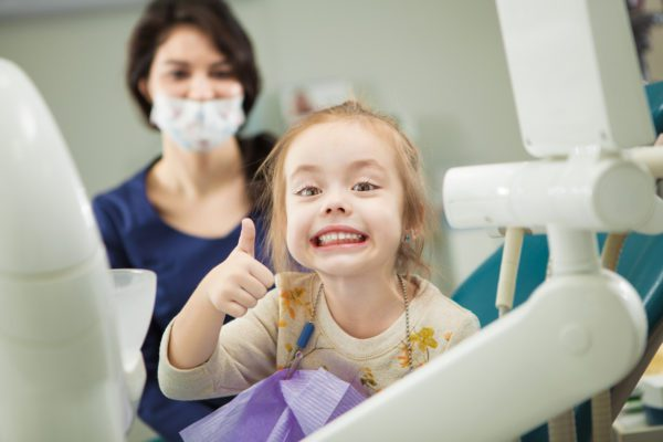 Uzm. Dt. Işıl Kırgız Karahasanoğlu, ilk diş muayenesinin ağızda ilk diş görüldüğünde yapılması gerektiğini belirtti ve önemli bilgiler verdi.