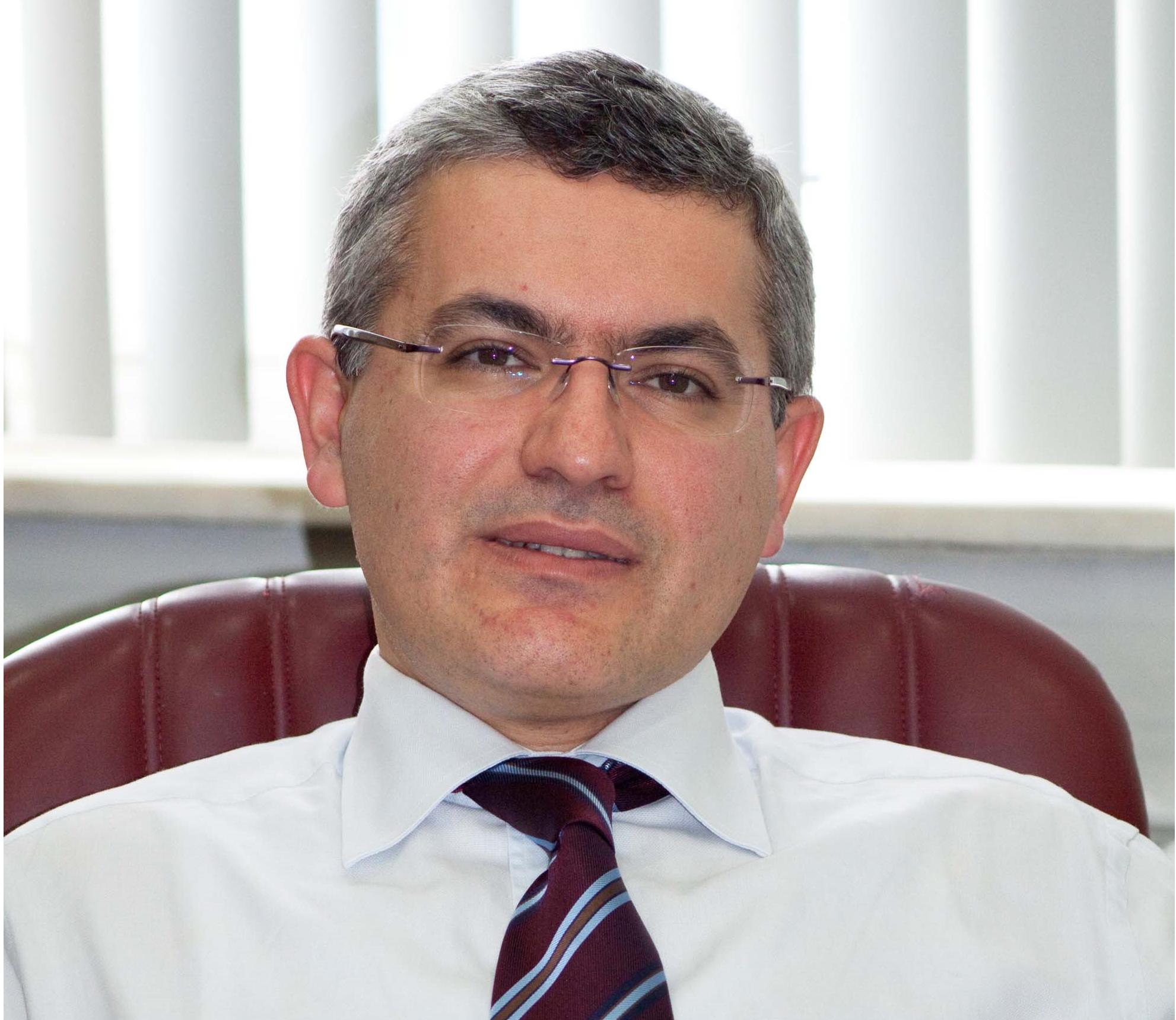 Prof. Dr. Raif Çakmur; hekim ile hasta ve hasta yakınlarının uyumunun, hastalık yönetimi açısından önemli faktörlerden biri olduğunu söyledi.