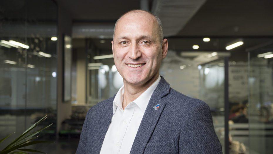Satış Direktörü Gürbüz Ercenk, çalışma hayatına 1997 yılında Erma İç ve Dış Tic. Ltd. Şti'nde dış ticaret sorumlusu olarak başladı.