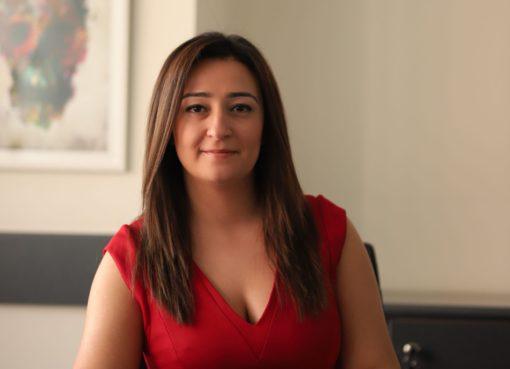 Pınar Gökçen, 2004 yılında İzmir Bornova Anadolu Lisesi'nden, 2011 yılında ise Eskişehir Osmangazi Üniversitesi Tıp Fakültesi'nden mezun oldu.