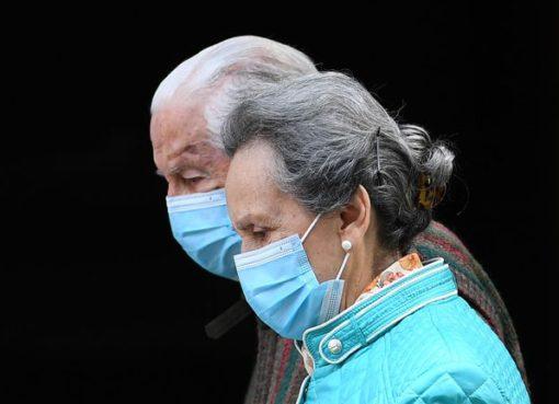 Karantinada iletişim kurulmadığından takma diş kullanmayan, gün içerisinde takmayan yaşlılar için de damak şeklinin değişme tehlikesi var.