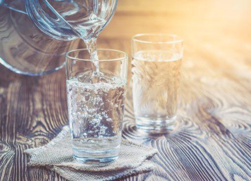 Sabri Ülker Vakfı'nın referans kaynaklardan derlediği 10 adımın en başında iftar ile sahur arasındaki zamanda içilmesi gereken 2-2,5 litre su tüketimi yer alıyor.