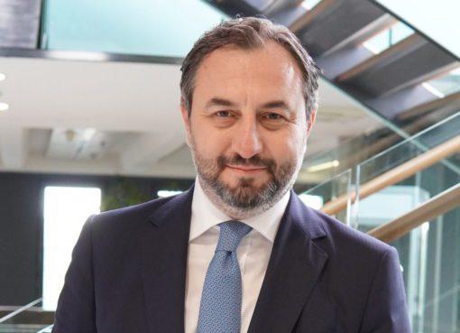 Doğan Şirketler Grubu Holding A.Ş.'nin sahip olduğu ve yatırım bankacılığı alanında faaliyet göstermek üzere 19 Mart 2020 tarihinde kuruluş izni alınan Doğan Yatırım Bankası, 21 Mayıs 2021 tarihinde BDDK'dan faaliyet iznini aldı. Hem Türkiye'nin ekonomik ilerlemesini desteklemeyi hem de uluslararası finansal sistemin ülkemizdeki güçlü temsilcilerinden biri olmayı hedefleyen banka, küresel standartlarda yenilikçi finansal çözümleri, yerel ve uluslararası piyasalar hakkındaki bilgi ve deneyimi, sorumlu bankacılık anlayışı ve girişimci kültürü ile tüm paydaşlarına sürdürülebilir katma değer yaratmak misyonu ile faaliyetlerini yürütecek.