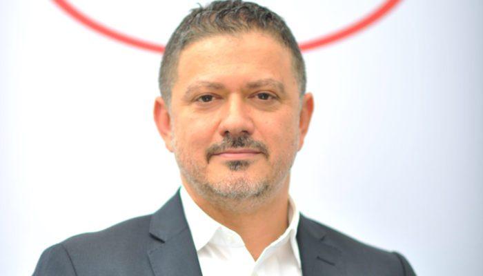Orta Doğu Teknik Üniversitesi Siyaset Bilimi ve Kamu Yönetimi Bölümü'nden mezun olan Güray Yıldız, 1997 yılında FMCG (hızlı tüketim ürünleri) kariyerine başladı.