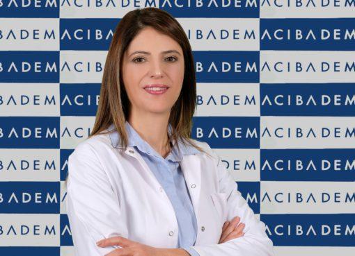 """Acıbadem Taksim Hastanesi Kadın Hastalıkları ve Doğum Uzmanı Prof. Dr. Ebru Dikensoy """"Hamilelikte bağışıklığınız azaldığı için pek çok hastalığa kolayca yakalanabilir ve hastalanabilirsiniz. Ancak bu sorunlar hakkında doğru bilgilere sahip olup gerekli önlemleri aldığınızda bu süreci daha az stresle ve güvenle geçirebilirsiniz"""" diyor. Prof. Dr. Ebru Dikensoy, hamilelikte en sık rastlanan 7 şikayeti anlattı, pandemi sürecinde anne adaylarına özel önemli öneriler ve uyarılarda bulundu."""