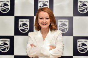 İstanbul Teknik Üniversitesi Gıda Mühendisliği bölümünden birincilikle mezun olan Sibel Yıldız, Boğaziçi Üniversitesi'nde Executive MBA programını tamamladı. Kariyer hayatına 2003 yılında Agrana Foods'ta Ürün Müdürü olarak başlayan Yıldız, Tat Gıda ve Henkel'de satış ve pazarlama rollerinde görev aldı. Philips'teki kariyerine 2008 yılında Türk Philips Tüketici Elektroniği/Küçük Ev Aletleri bölümünde başlayan Yıldız, buradaki 13 yıllık çalışma hayatı boyunca sırasıyla Pazarlama Müdürü, Kategori Pazarlama Müdürü, Türkiye Pazarlama Direktörü, Orta Doğu ve Türkiye Pazarlama Direktörü görevlerini yerine getirdi. Sibel Yıldız, kurduğu güçlü, çok yönlü ve atik pazarlama ekibiyle Orta Doğu ve Türkiye bölgesinde Philips markasını Küçük Ev Aletleri sektöründe liderliğe taşırken, dijital ve pazarlama dönüşüm programlarına öncülük etti. Birçok ödüllü projeye imza atan Yıldız, 2020 yılında Fortune Dergisi Türkiye'nin En Etkili 50 CMO'su listesinde yer aldı.