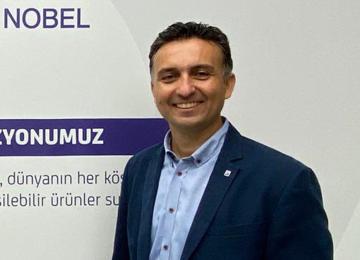 Levent Burnak, 1999 yılında P&G'da başladığı kariyerine 2002 yılında Abdi İbrahim İlaç'ta tıbbi mümessil olarak devam etti. 2005-2010 yılları arasında, Schering-Plough Türkiye'de çalıştı ve sırasıyla; ürün uzmanı, medikal danışman ve ürün müdürü olarak görev aldı. Daha sonra 2010-2012 yılları arasında MSD Türkiye'de marka ve müşteri müdürü olarak görev aldı. 2012 yılından Temmuz sonuna kadar Abdi İbrahim İlaç'da kıdemli ürün müdürü, hepatoloji grup müdürü, bölüm müdürü ve bölüm direktörü pozisyonlarında çalıştı.