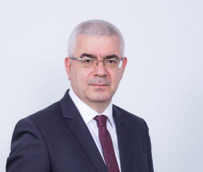 Türkiye'de 39 yıldır hizmet veren Uluslararası Denetim, Vergi ve Danışmanlık firması KPMG, üst düzey yönetimde bir atama gerçekleştirdi. 2021 yılından bu yana KPMG Türkiye Vergi Bölümü Şirket Ortağı olan Timur Çakmak, 1 Eylül 2021 itibarıyla Vergi Bölümü Başkanlığı'na getirildi.