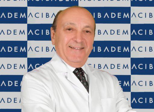 """Dünya Endoüroloji Derneği tarafından 10 yıldır verilen Yılın Mentor'u Ödülü (Yılın Eğitmeni Ödülü), dünyada ilk """"Laparoskopik Böbrek Kanseri"""" ameliyatını gerçekleştiren Dr. Ralph Clayman adına veriliyor."""