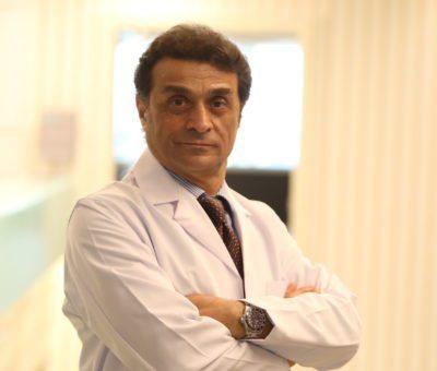 """Üsküdar Üniversitesi NPİSTANBUL Beyin Hastanesi Beyin, Sinir ve Omurilik Cerrahı Prof. Dr. Mustafa Bozbuğa, """"aşırı derecede büyüme"""" şeklinde de tanımlanabilen """"akromegali"""" hastalığına ilişkin değerlendirmede bulundu."""
