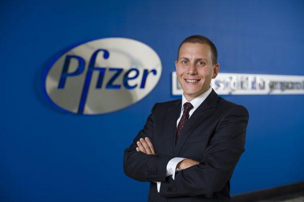 11 yıldır Pfizer ailesinin bir üyesi olan ve 2020'den beri Onkoloji Biyobenzerler ve Pazarlama Mükemmelliği Lideri rolünü başarıyla sürdüren Ahmet Kumkumoğlu, 1 Eylül itibariyle yeni görevinde Pfizer Türkiye Dahili Uzmanlıklar Satış & Pazarlama Liderliğini üstlenecek.