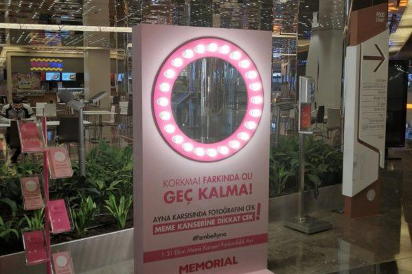 """Memorial Sağlık Grubu, """"01-31 Ekim Meme Kanseri Farkındalık Ayı"""" kapsamında, """"Pembe Ayna Seninle"""" projesiyle, meme kanserinin erken dönemde teşhis edilmesi konusunda toplumsal bilinçlendirmeye katkı sağlıyor."""